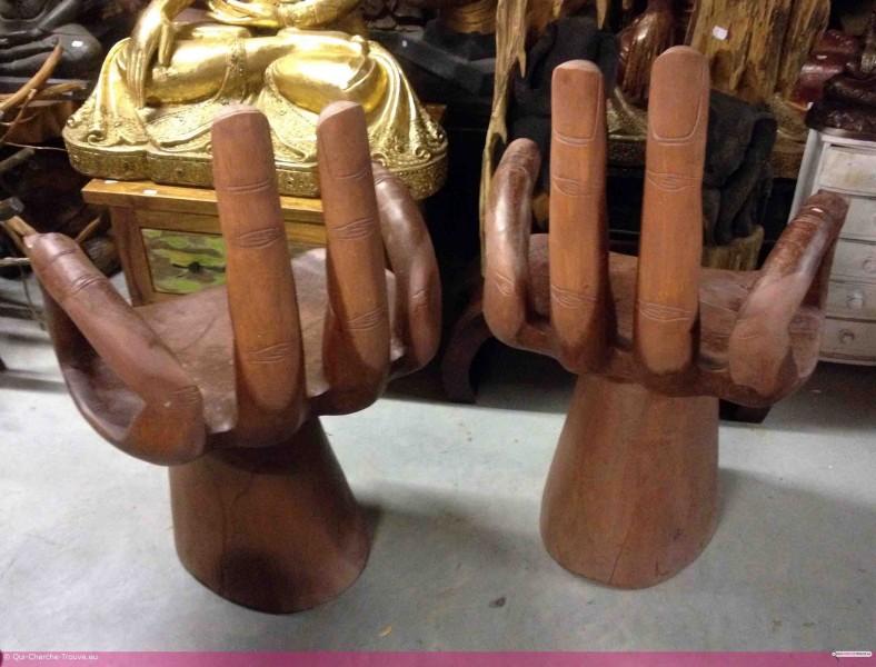Ces chaises en bois en forme de main - Chaise en forme de main ...