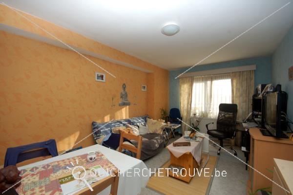 A louer bel appartement avec garage petites annonces for Cherche a louer garage